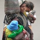 street 2Frauen India ca-21-499-col +Indiafotos