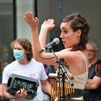 street Frau klatscht C75-21-130-col mit Tamzoom +Fotos