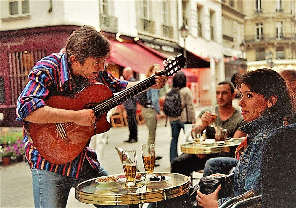 street Gitarre Frau PARIS Ca-col +9+50photosdeParis