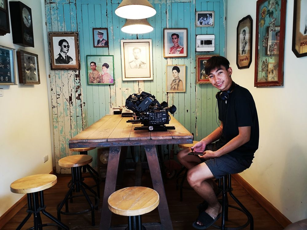 street Kameramann Cafe Thai P20-20-col +6Fotos