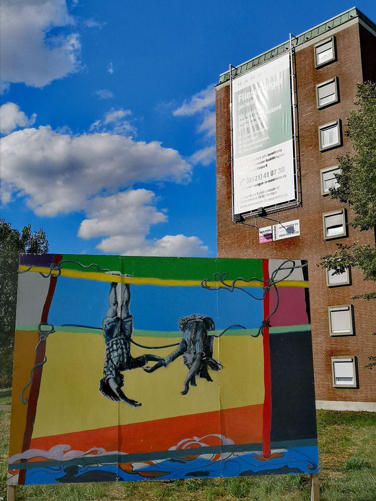 street Kunst vor Haus MA p20-20-col +3Fotos