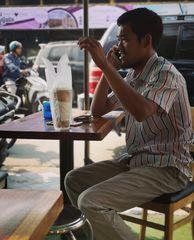street Mann telefoniert Camb  P20-20-colfi