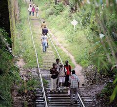 street Menschen auf Schienen Sri Lanka SL-68 +4Fotos