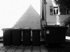street PYRAMIDE im HINTERHOF J5-19sw +1Foto