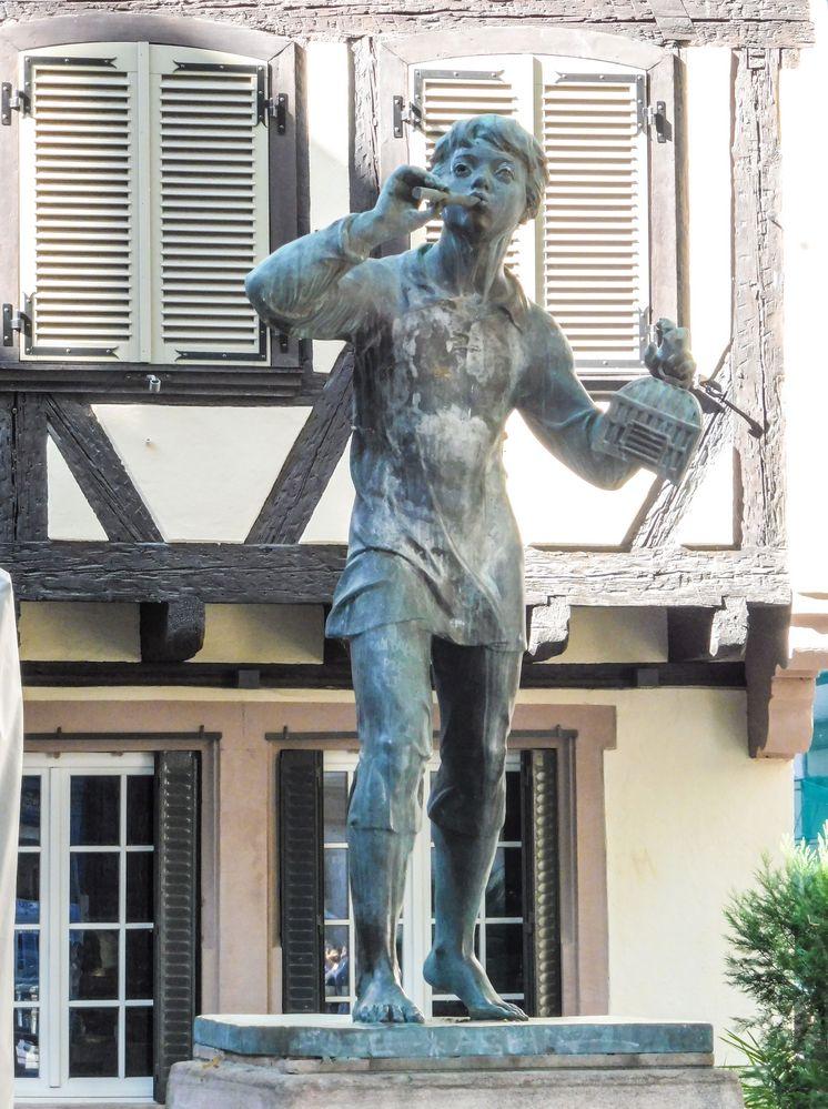 street Statue Junge Strassburg lum-19-38col +9/30Fotos