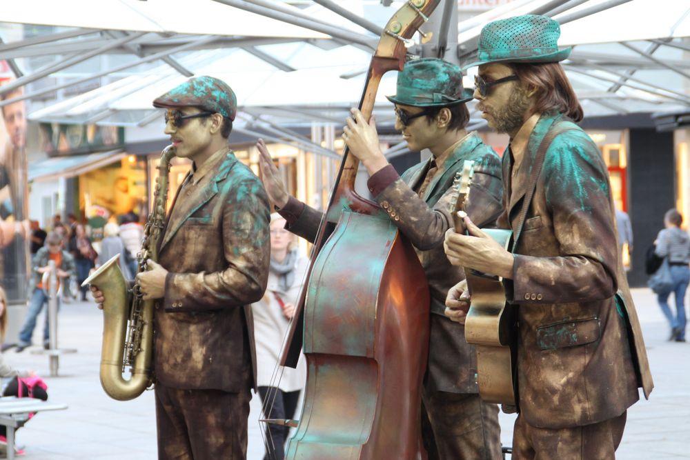 Street STGT KÖ the Jazz statues