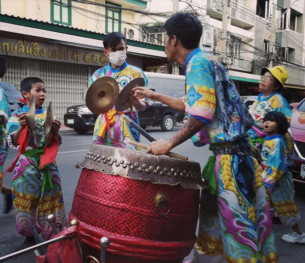 street Trommler chin Neujahr Bangkok P20-20-col +story