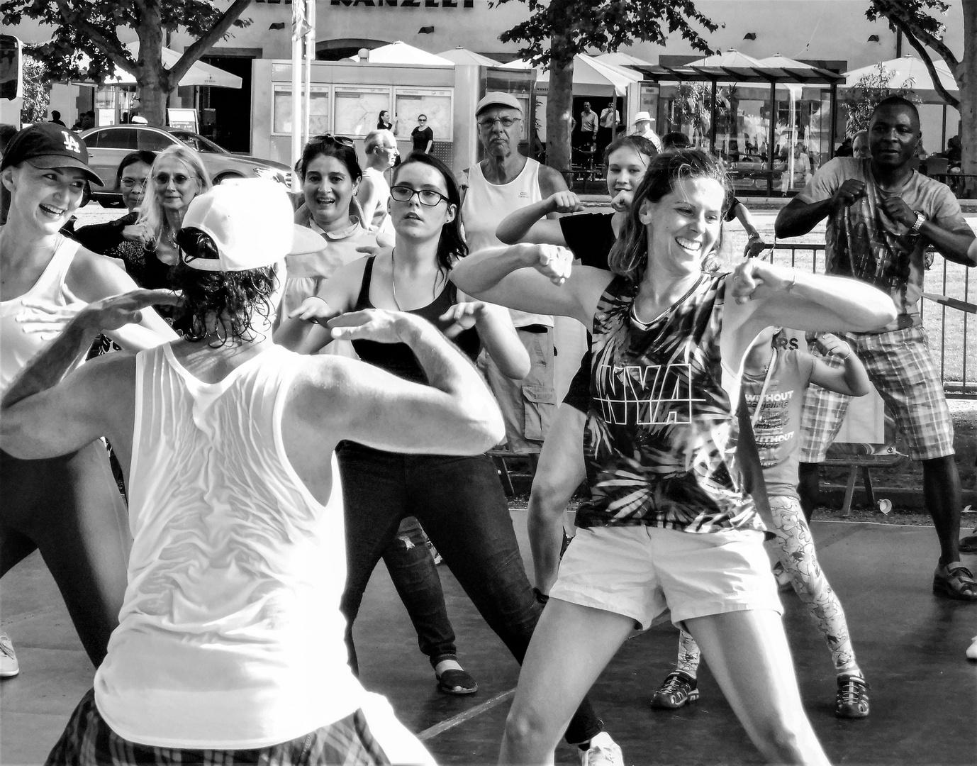 Streetdance Stgt lum-19-42sw +8Fotos