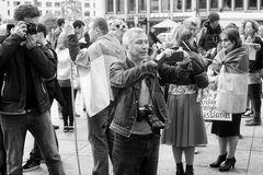 Streetfotograf fotografiert einen Streetfotografen, welcher einen Fototografen fotografiert, der