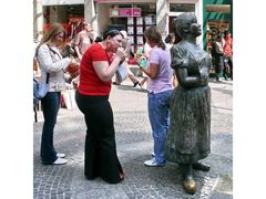 streetlife 03 (Wuppertaler Madels mit Minna Knallenfalls)
