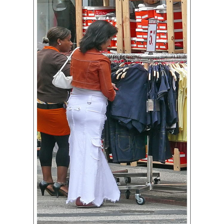 Streetlife 16 (sister shopping)