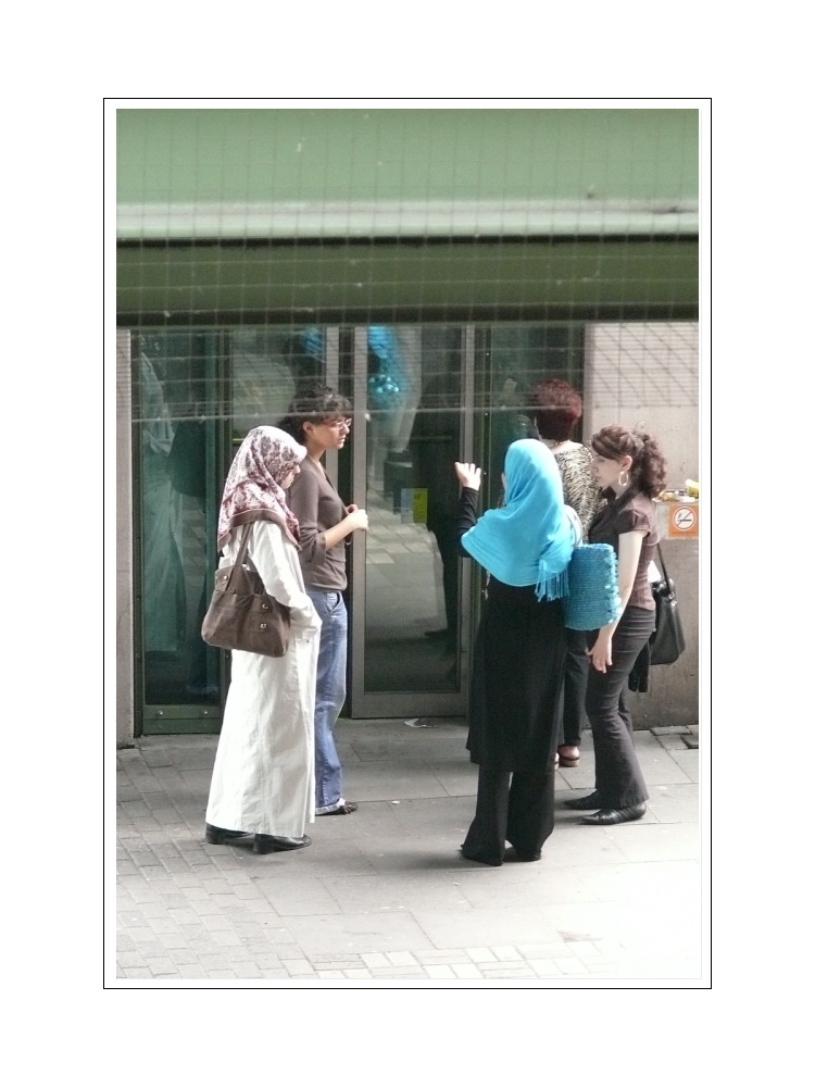 Streetlife 21 (girl talk while waiting for the lift)