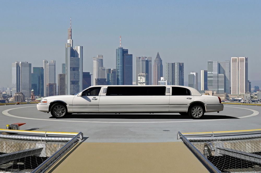 stretchlimousine foto bild fotomontage skyline wei. Black Bedroom Furniture Sets. Home Design Ideas