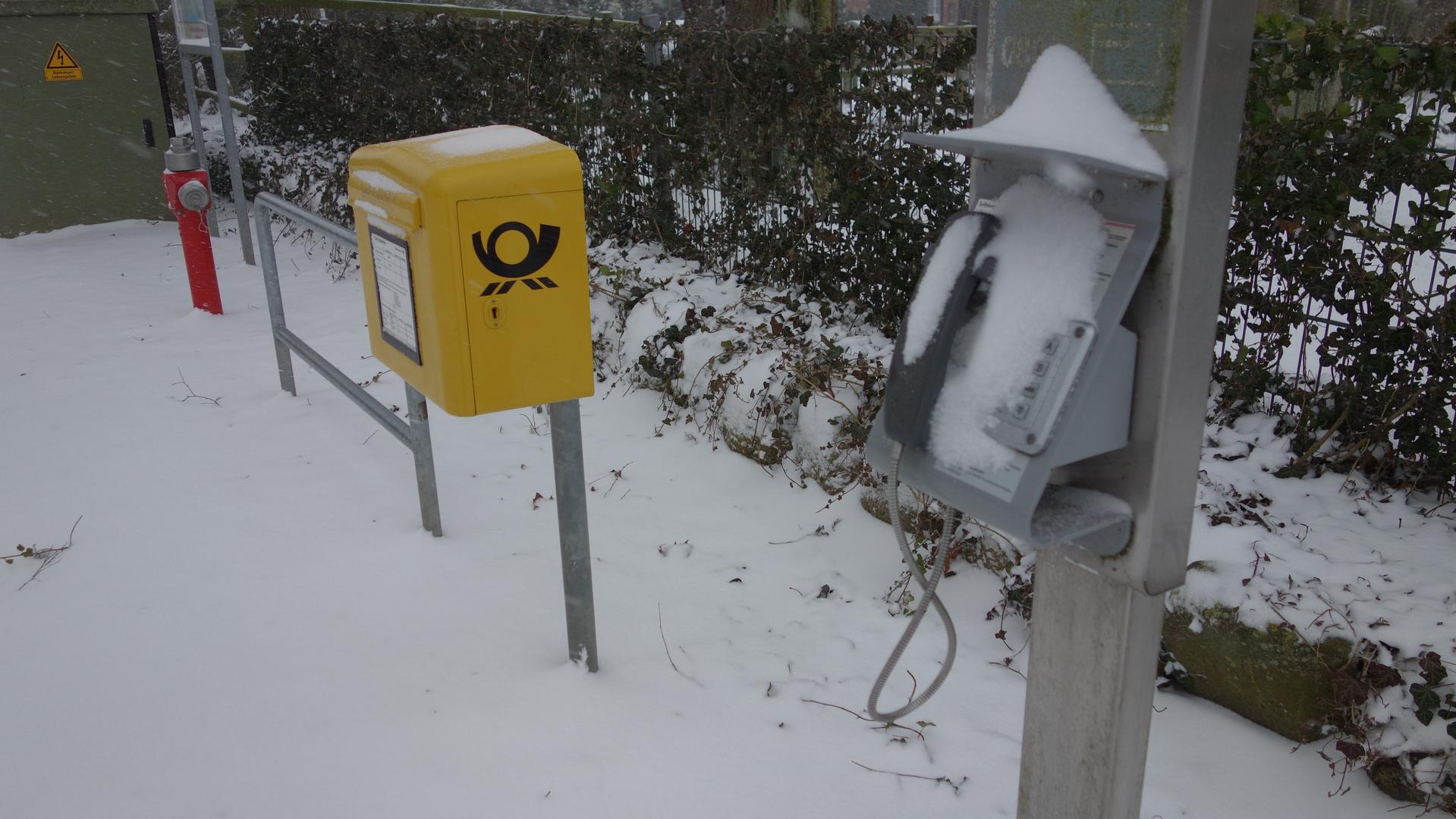 Strom, Wasser, Briefe, Telefon