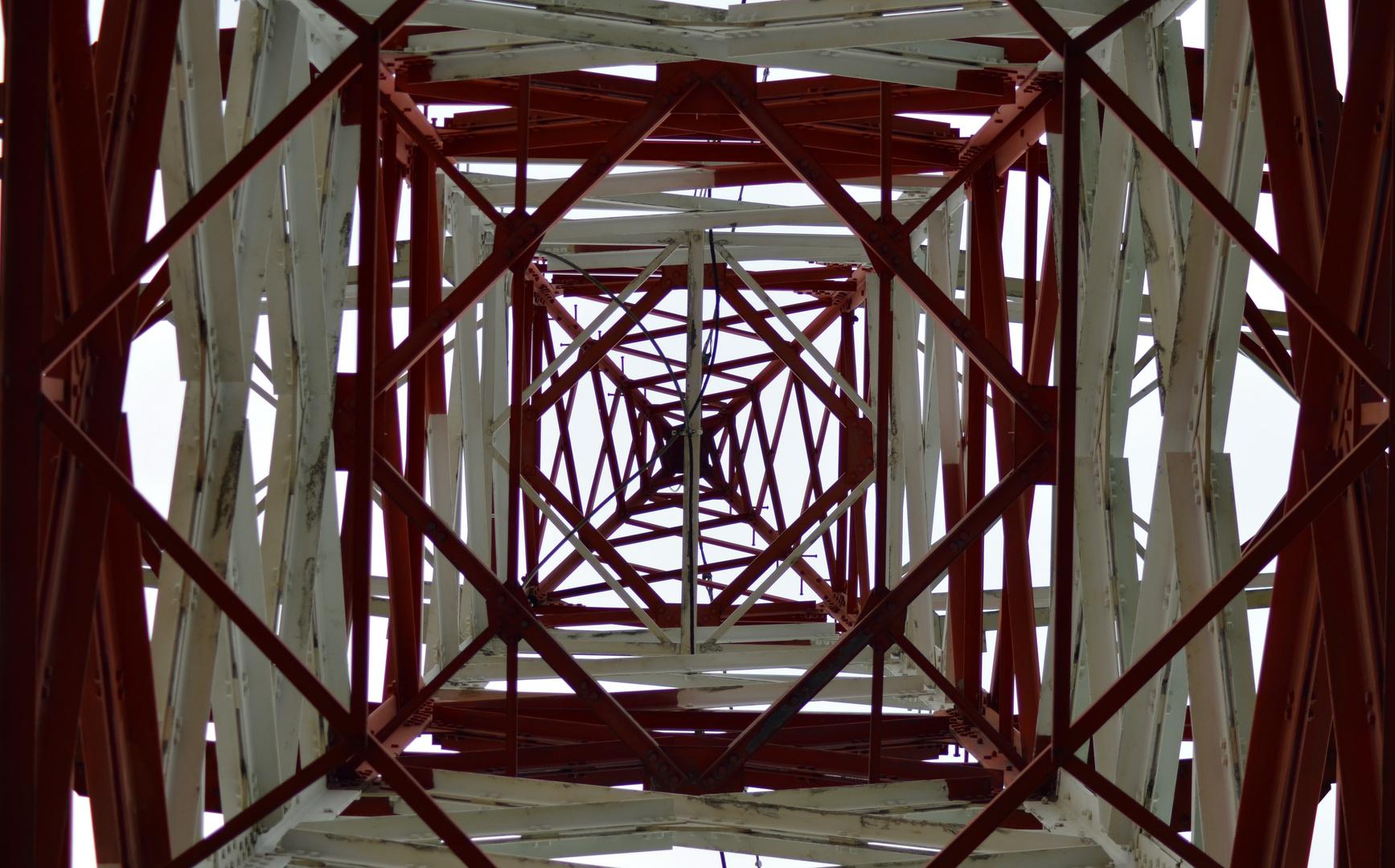 Strommast - Innenansicht