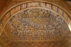 Stuckdecke in der Alhambra von Granada