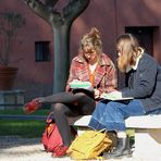 Studentesse Romane al sole di gennaio...
