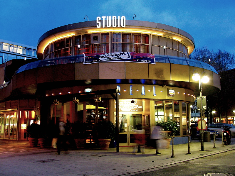 studio bar in frankfurt am abend foto bild frankfurt world bilder auf fotocommunity. Black Bedroom Furniture Sets. Home Design Ideas