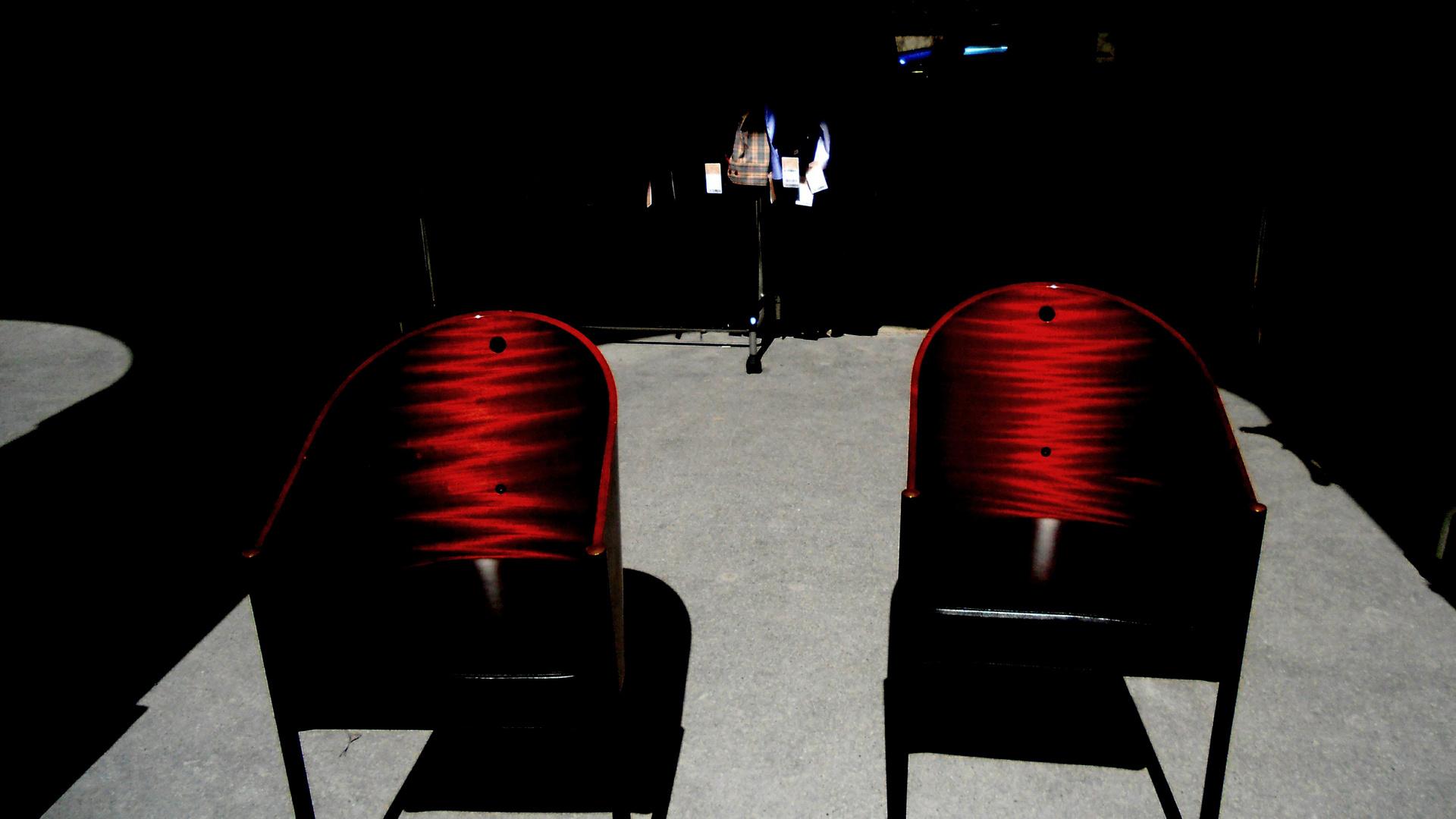 Stühle im Schatten