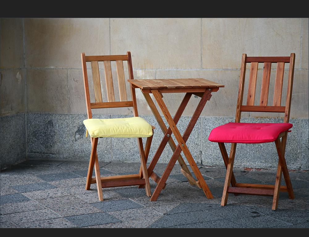 Stühle unter sich