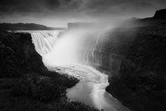 Stürzender Wasserfall
