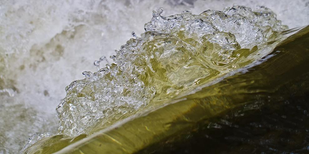 - stürzendes Wasser -