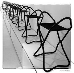 Stuhlreihe im Quadrat