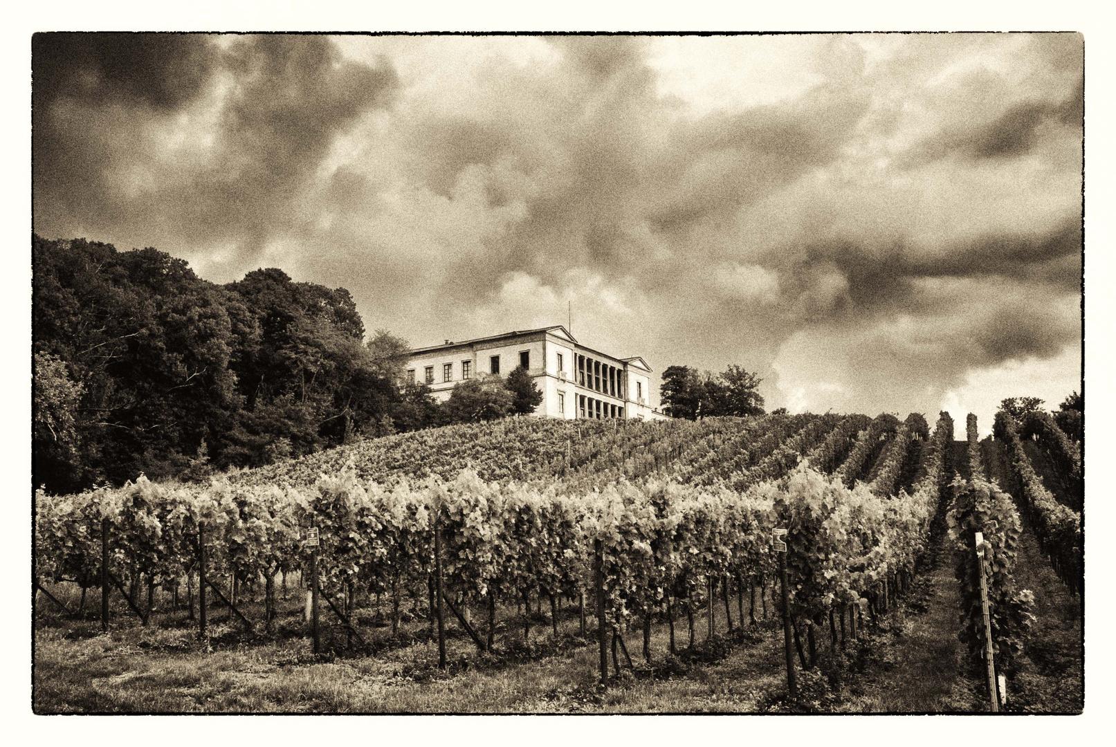 Sturm über der Villa Ludwigshöhe