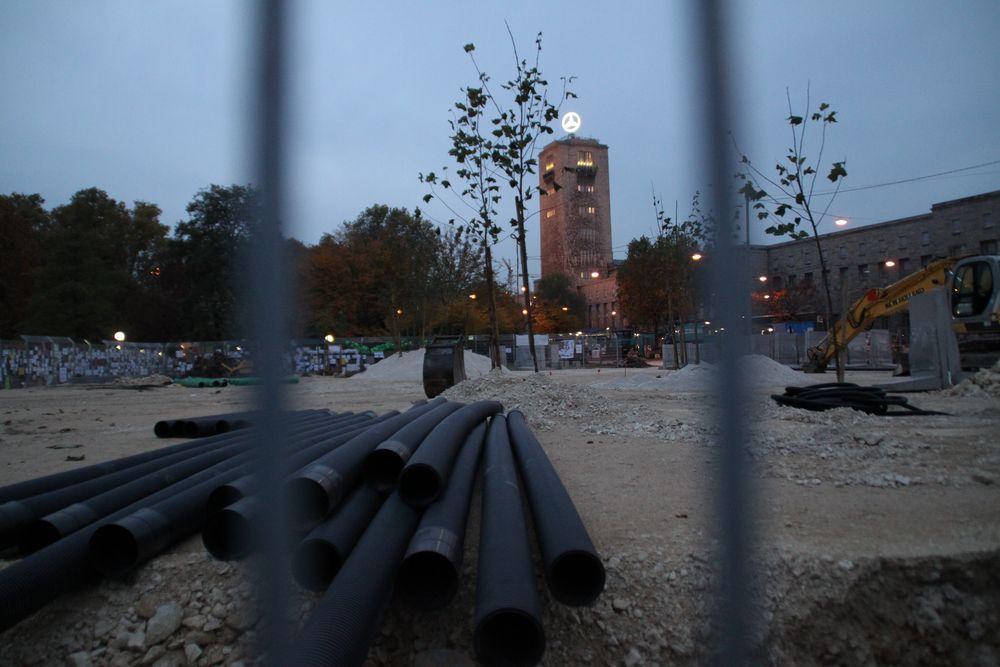 Stuttgart 31.10.10 Baustelle S21: Rohre und 25 gepflanzte Bäume P
