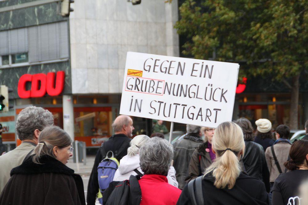 Stuttgart Demo AKTUELL Sa 30.10.10 Plakat