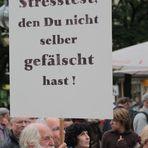 Stuttgart K21 Plakat: TRAU KEINEM ... am25.7.11