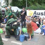 Stuttgart K21 Sitzblockade Polizei trägt Demonstrant weg  6.6.2011 +3Fotos