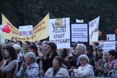 Stuttgart Modemo 4.10 Park Menschen Plakate