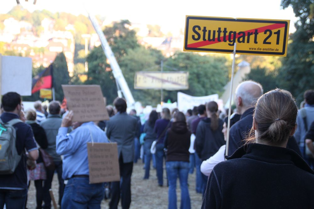 Stuttgart Park Montagsdemo 4.10.10