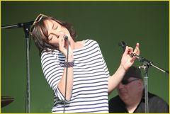 Stuttgart  Sängerin ANJABELLE singt Mai2011