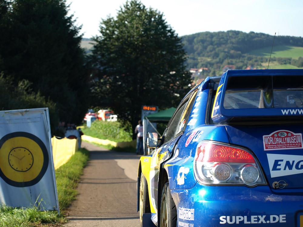 Subaru Impreza WRC vor Beginn einer Etappe