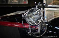 Suchscheinwerfer an einem Mercedes Cabriole