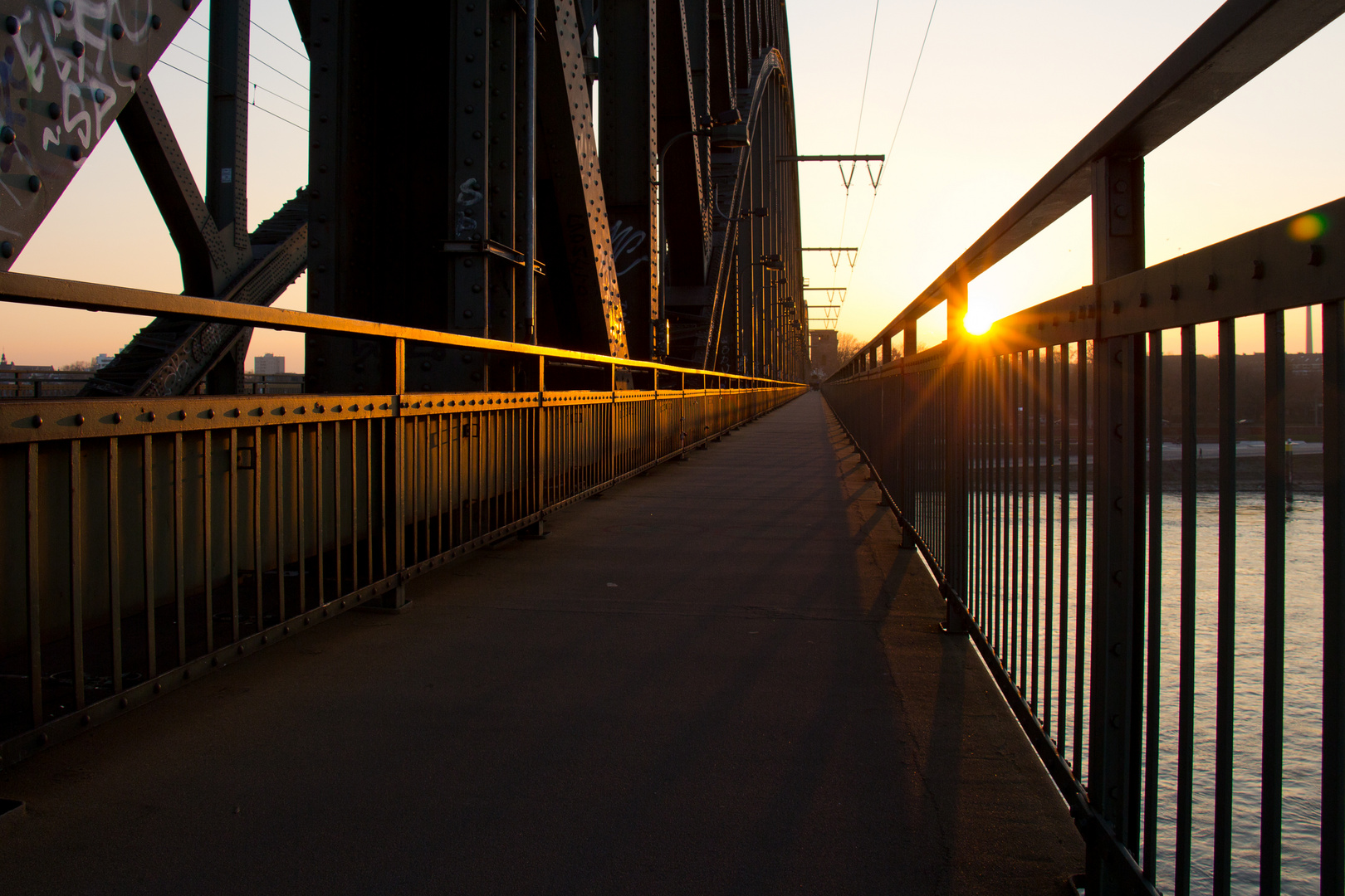 Südbrücke at dusk