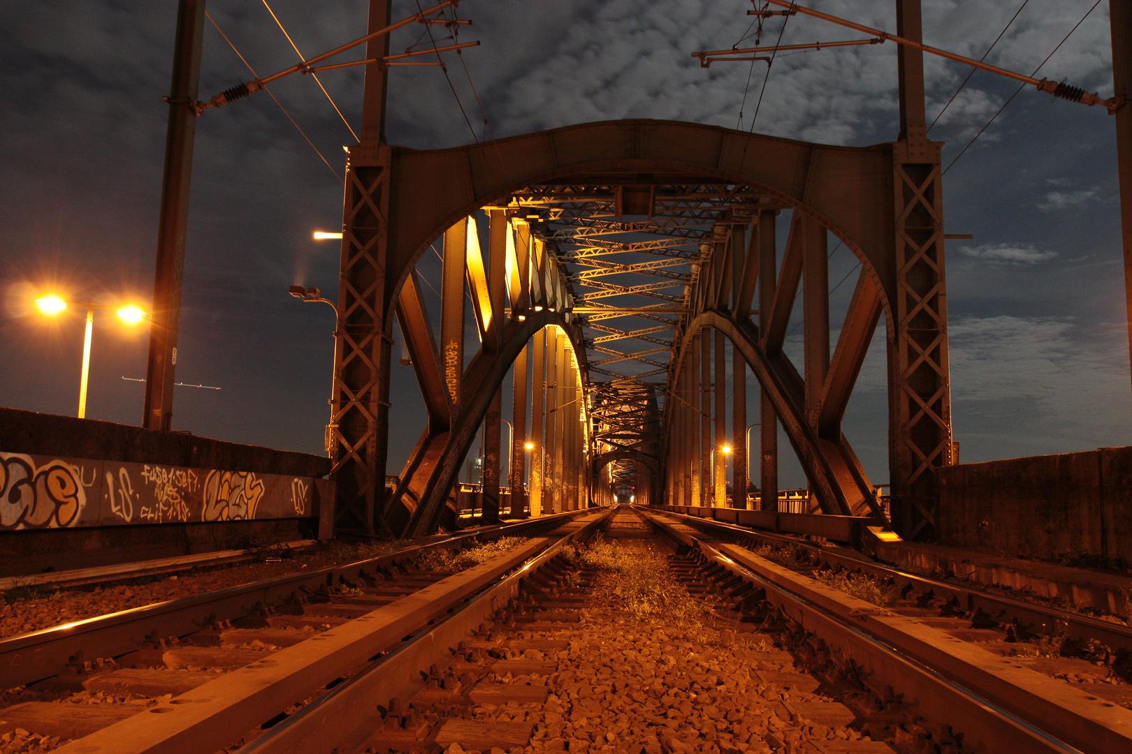 Südbrücke Köln bei Vollmond am 18.10.2013