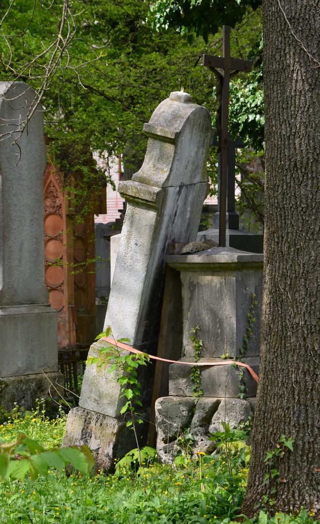 Südfriedhof - Angelehnt