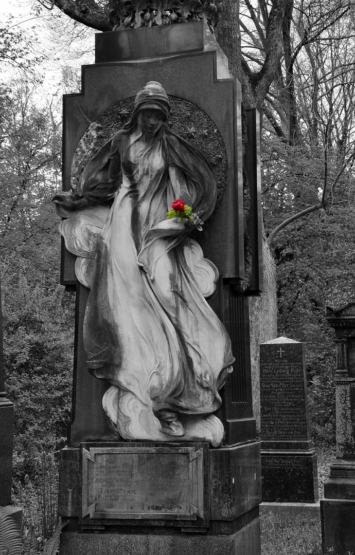 Südfriedhof -  Die Lady mit der Rose