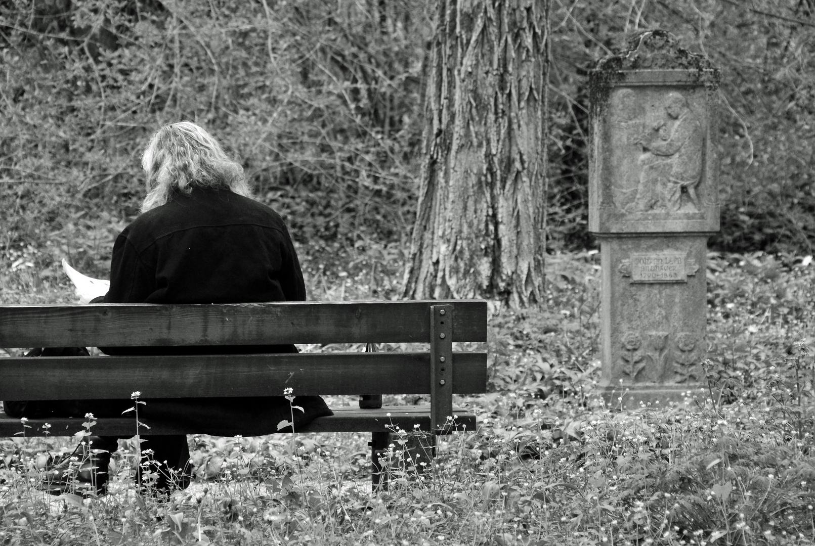 Südfriedhof - In Ruhe lesen