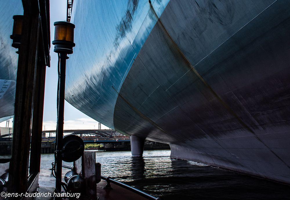"""Suhr&Cons 2"" vs ""Milan Maersk"""