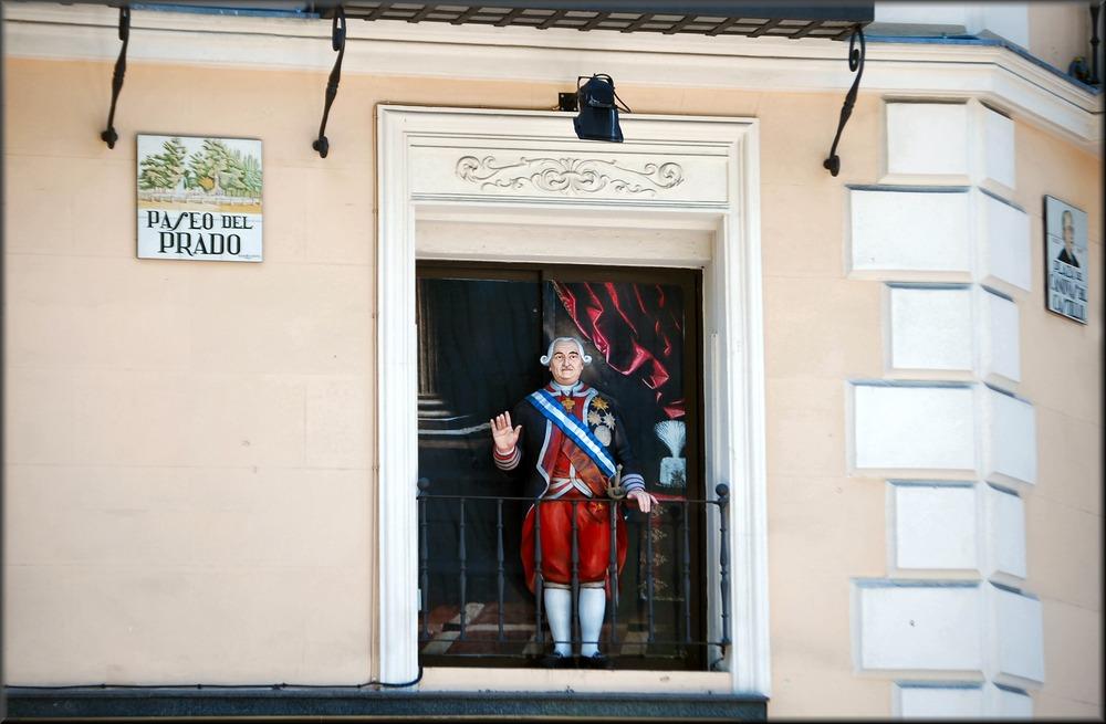 Sul muro al Paseo del Prado