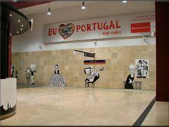 Sul muro alla  metropolitana  di Lisboa