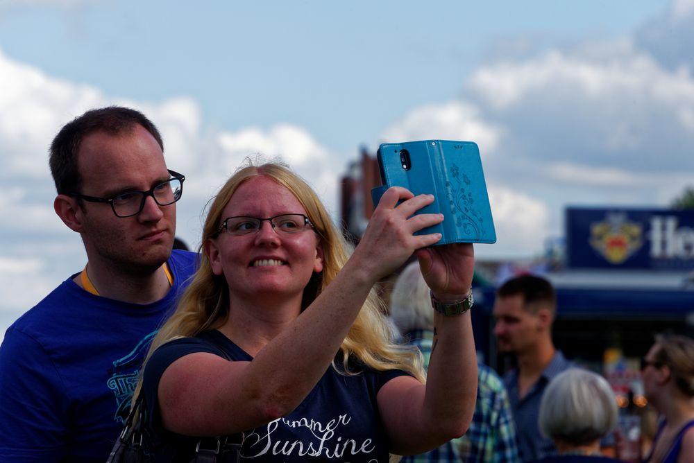 - Summer - Sunshine - Selfie -