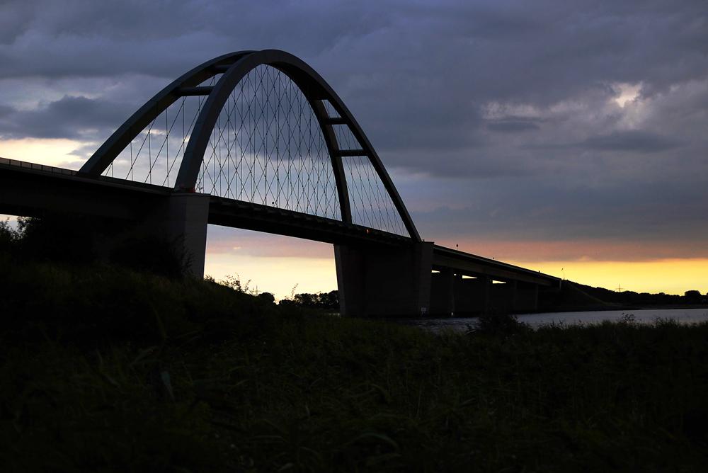 Sundbrücke am Abend