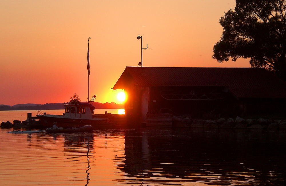 Sundown at Chiemsee... 'Sun is shining, the weather is sweet, yeah...