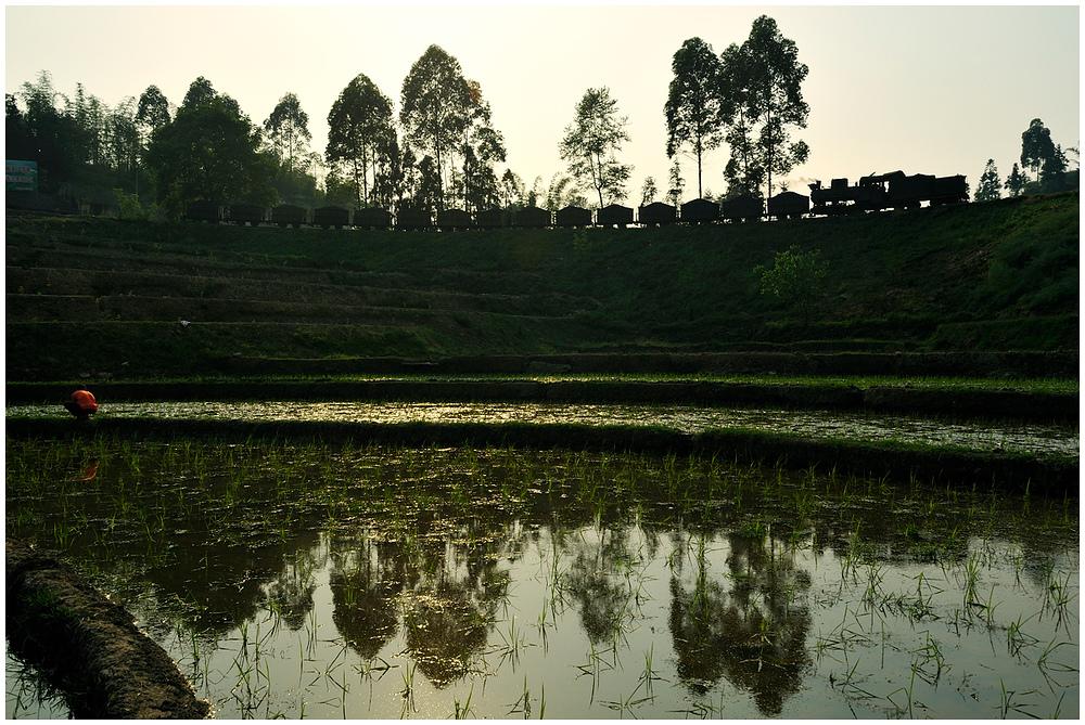 Sunny Shibanxi LII - Talwärts durch die Felder...
