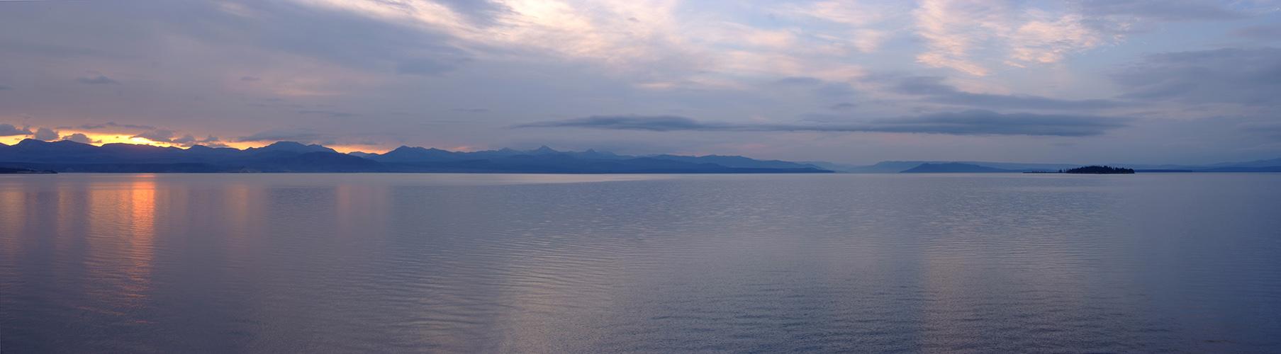 +++ Sunrise at Lake Yellowstone +++
